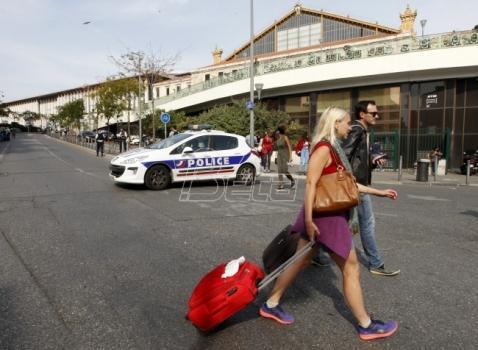 Francuske železnice pozvale putnike da odlože putovanja
